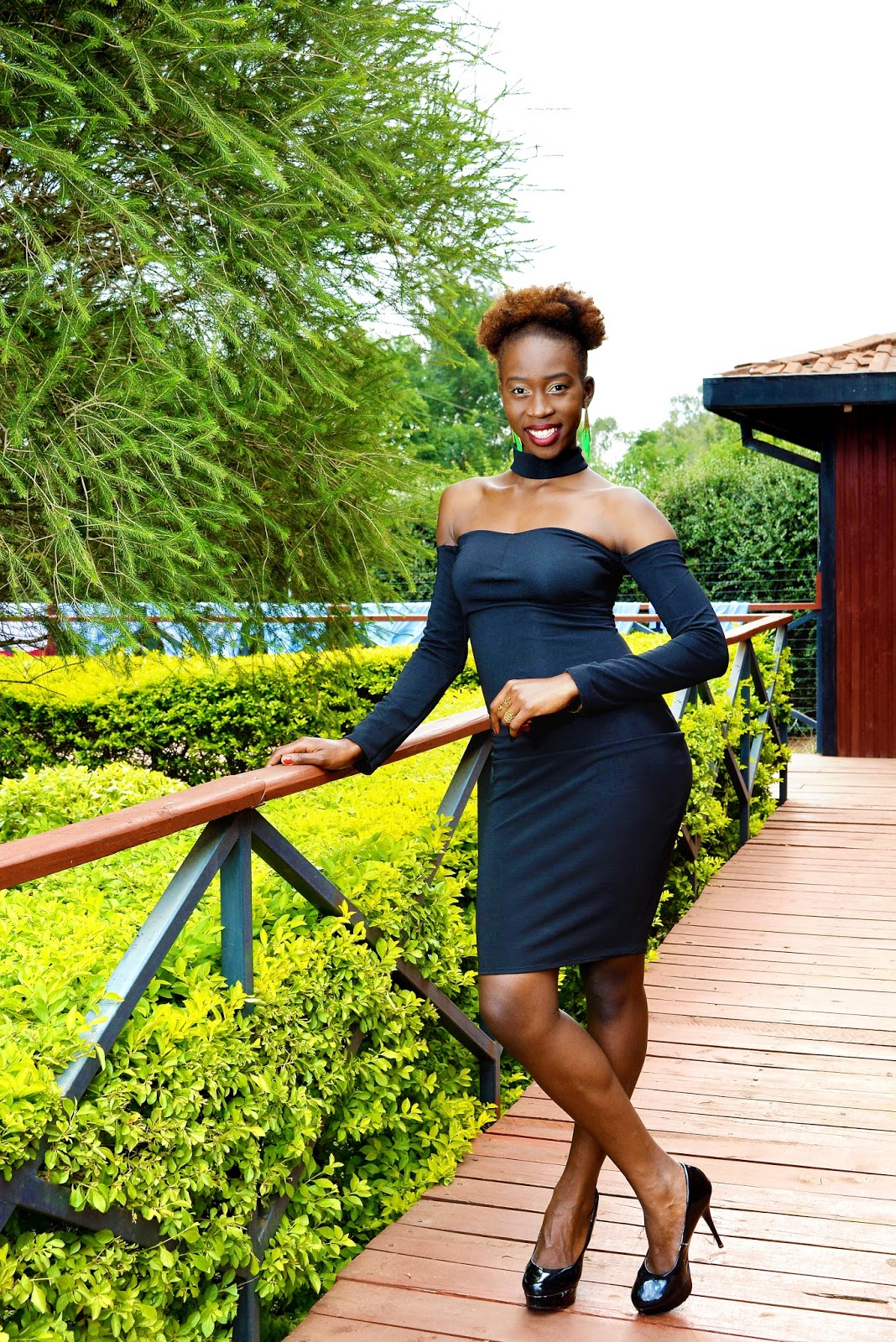 choker dress, part halter dress, part turtle neck dress, retro look, edgy outfit, best Kenyan fashion blogger, style with Ezil, African fashion blogger, top Kenyan fashion blogger,fashion  inspiration, what to wear in Kenya, black dress designs,