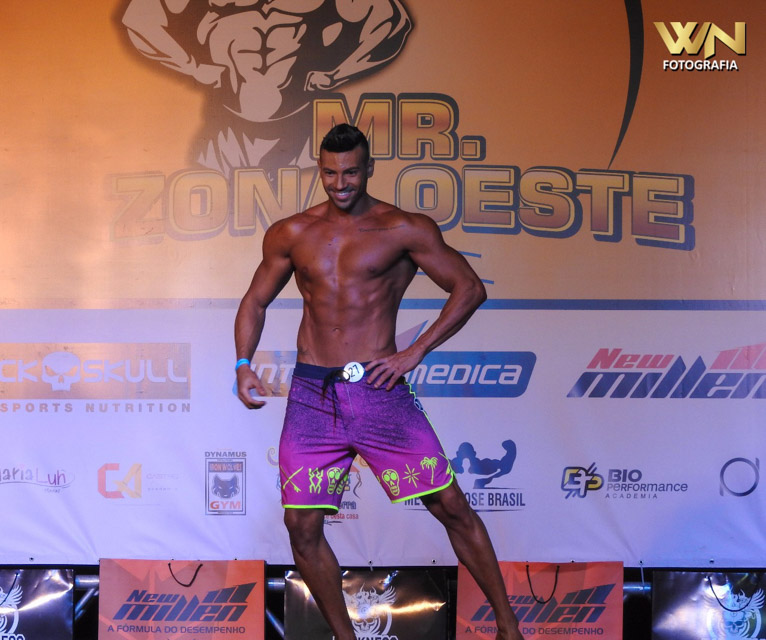 Breno Neves mostra novo shape no palco do Mr. Zona Oeste 2017. Foto: William Netto