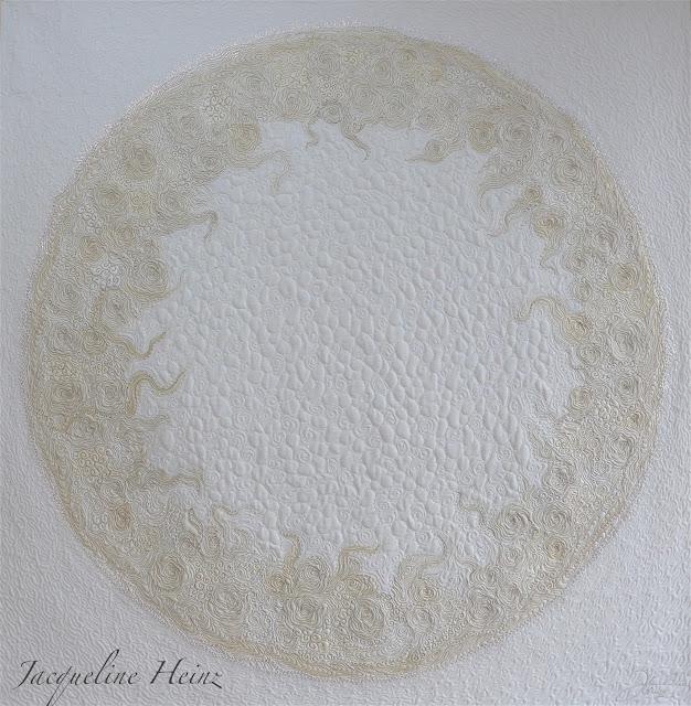 Ein weißer Quilt mit Freiemotion Quilting von Jacqueline Heinz, Wolfenbüttel Germany