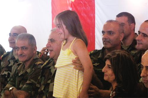 في خطوة رائعة وغير مسبوقة،الجيش يكرم عوائل الشهداء