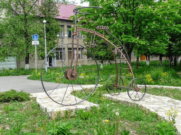 Долина. Пам'ятник велосипеду