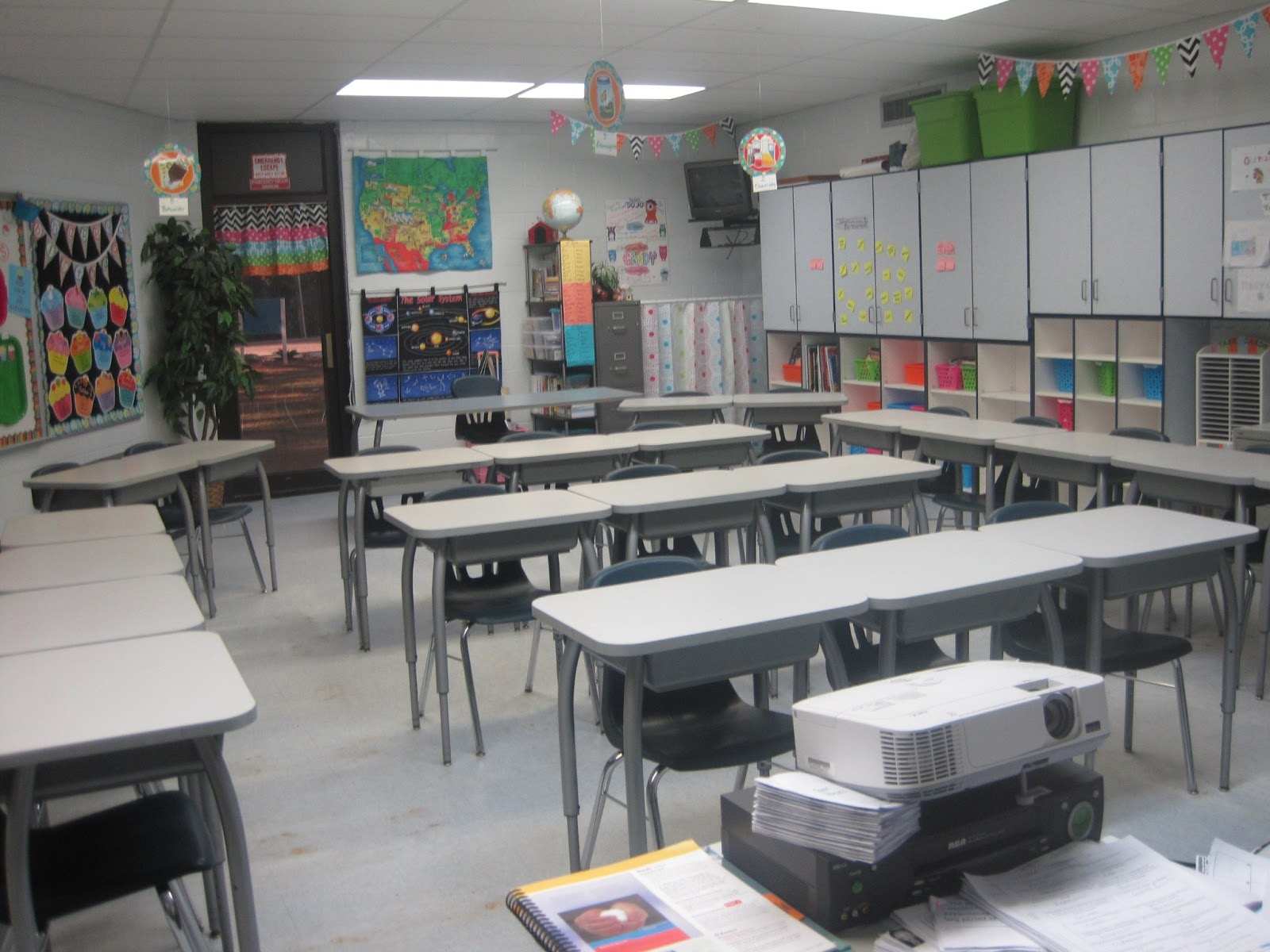 If I Am Standing In The Front Of Room There Is A Row 5 Desks To Far Right 4 Left Three Rows