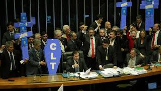 296 x 177: Câmara dos Deputados aprova texto-base da reforma trabalhista, Aguinaldo Ribeiro diz que a quantidade de votos foi satisfatória