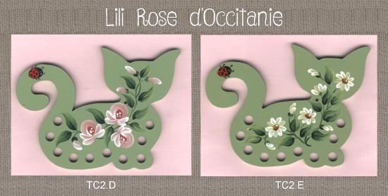 2 tri-fils bois peint, silhouette de chat ornée de roses coloris au choix. Broderie et point de croix