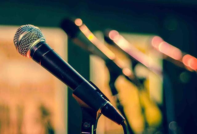 Tips Berpidato dengan Membaca Teks Pidato