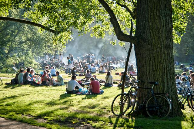 Parque Vondelpark em Amsterdã em agosto