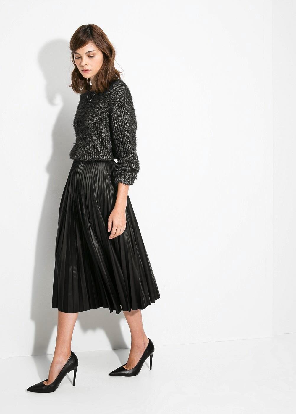 acc9b03a22 Falda con plisado de corte midi color negro efecto piel de 45