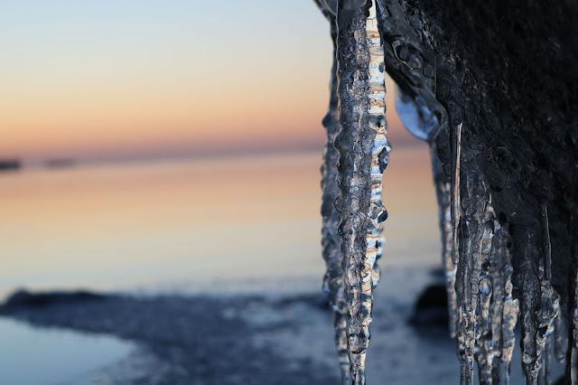 omorfos-kosmos.gr - Πάγος στο ηλιοβασίλεμα: Τα ζεστά χρώματα του Χειμώνα (Εικόνες)