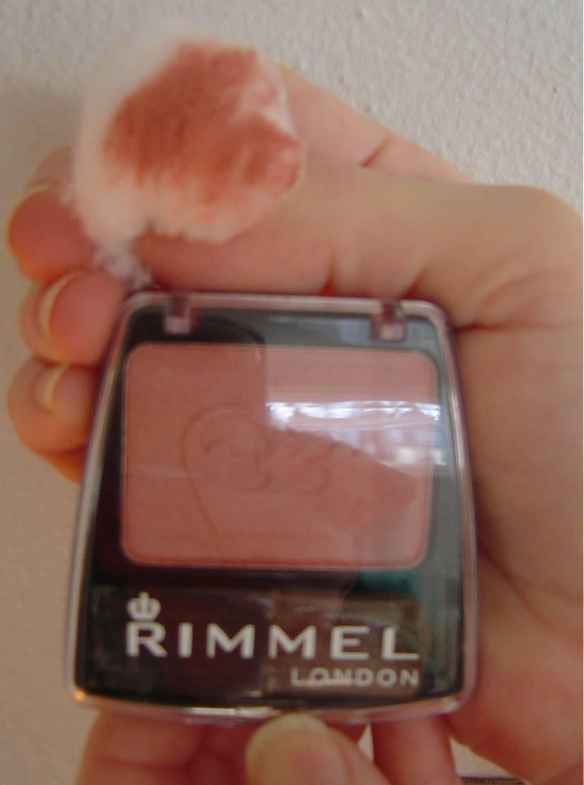 Rimmel London's Lasting Finish Blendable Powder Blush  (Mauve Cool #002).jpeg