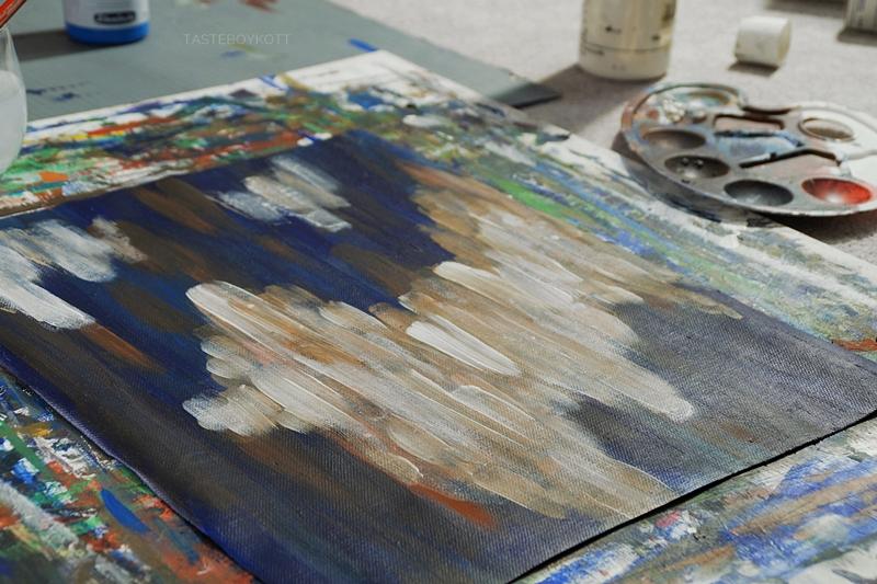 Abstrakte Malerei; Einblick in meine Malweise und meinen Arbeitsplatz am Abend