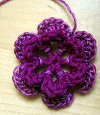 http://translate.googleusercontent.com/translate_c?depth=1&hl=es&rurl=translate.google.es&sl=en&tl=es&u=http://www.craftstylish.com/item/4325/how-to-crochet-a-flower-part-1&usg=ALkJrhgdoDXjwl1410bc41Sqft-sBoLO4g
