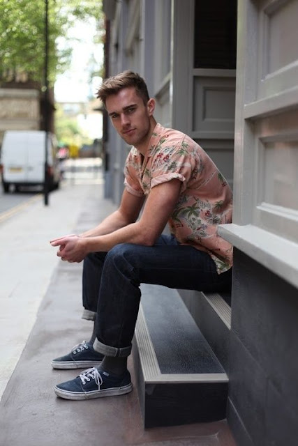 como usar floral masculino, calça masculina barra dobrada, camisa masculina dobrada, tendências verão 2016