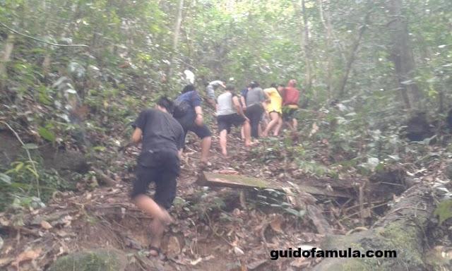 Jalur terjal menuju rombo dait tingkat 5 sangat memberikan kesan berarti bagi para pengunjungnya.