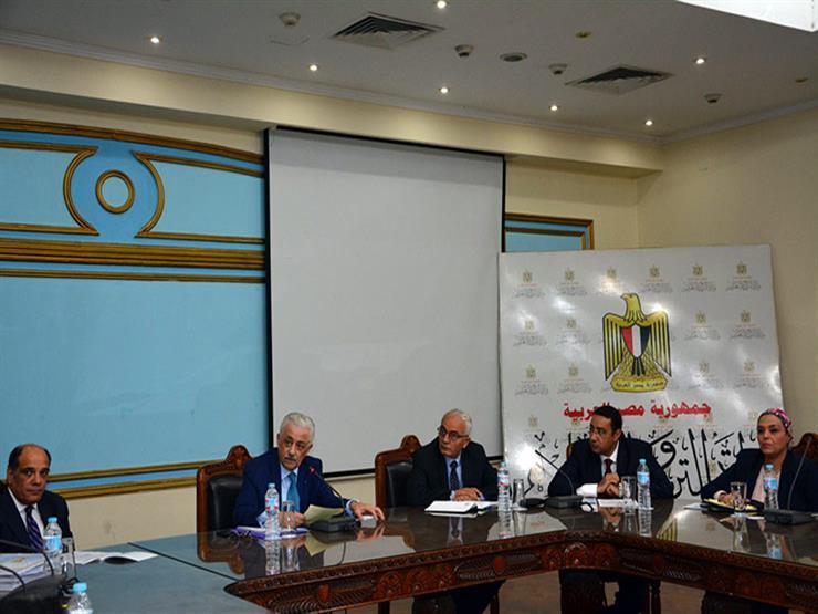 رواتب المعلمين: القضية المحورية في إجتماع وزير التربية والتعليم والتعليم الفني بقيادات الوزارة