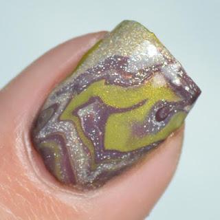 drip water marble nail art