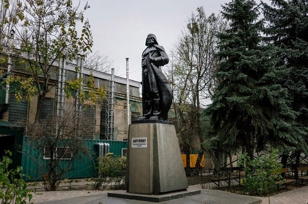 Estatua de Lenin convertida en Darth Vader por el artista Alexander Milov.