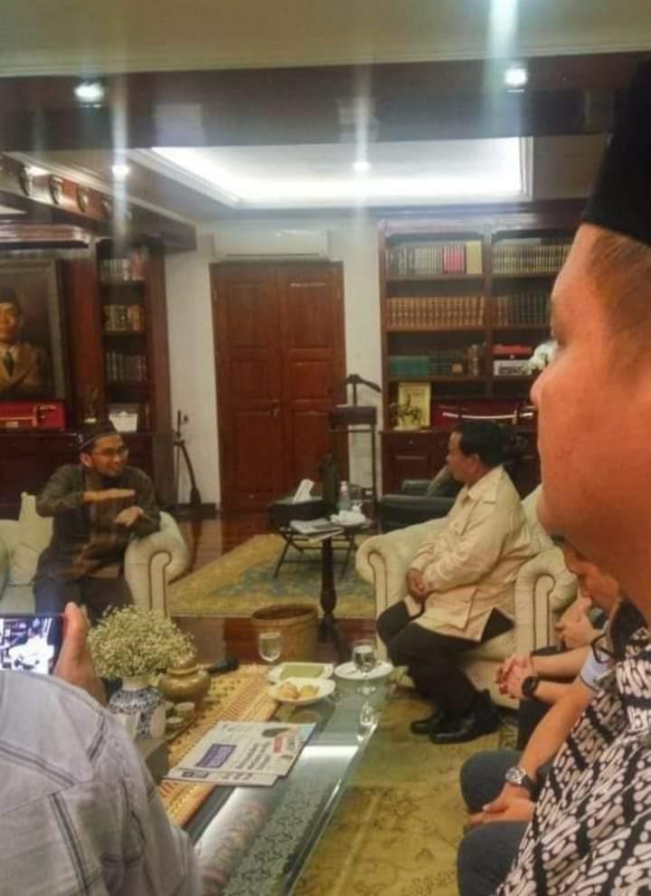 Masya Allah... Viral 2 Foto Pertemuan Ustadz Adi Hidayat dan Prabowo Subianto