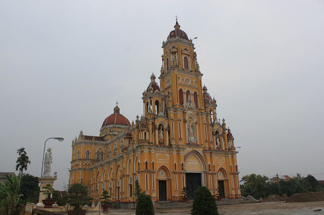 Top 8 churches in Nam Dinh attract tourists 7
