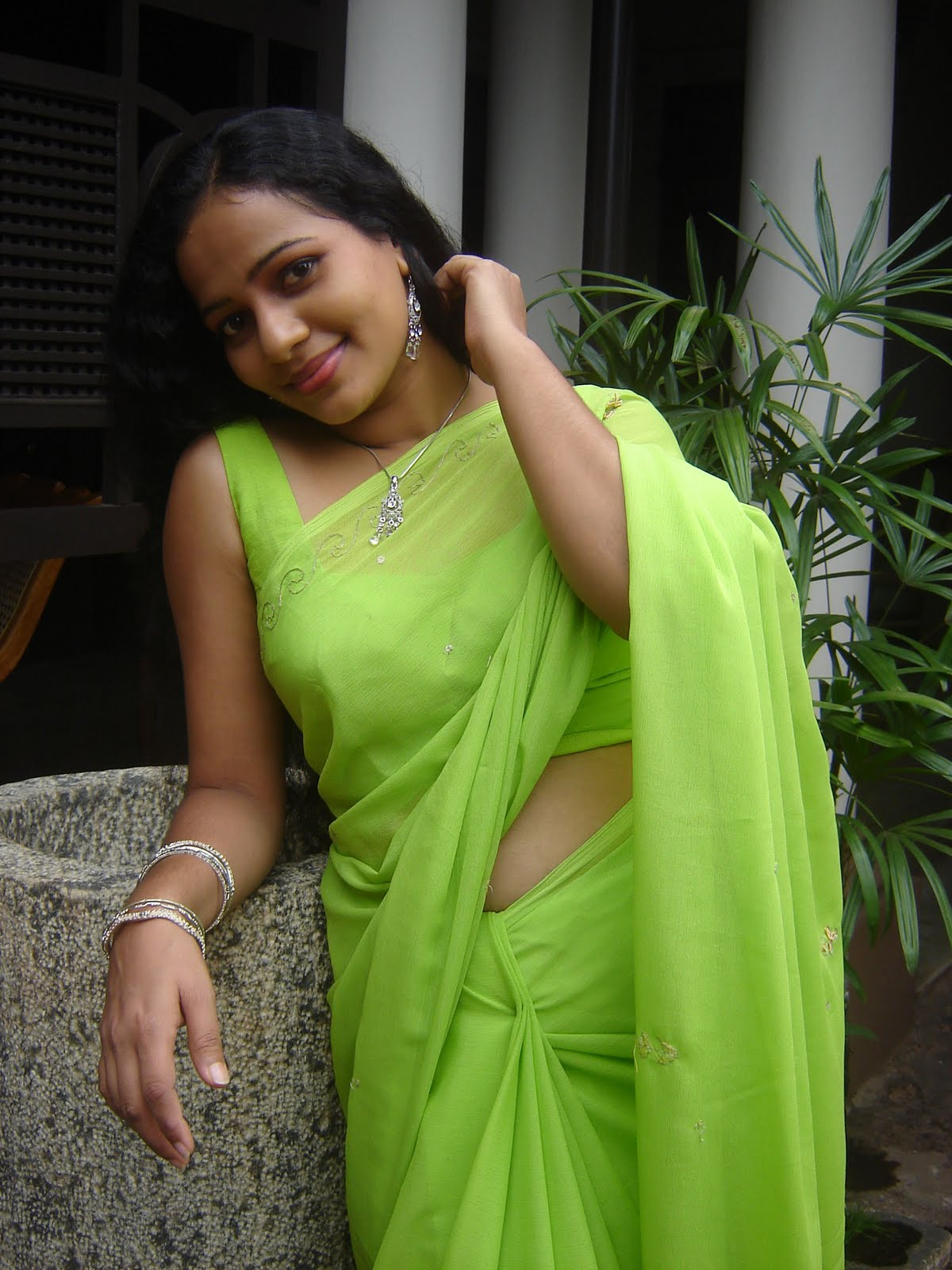 hot srilankan actress pics