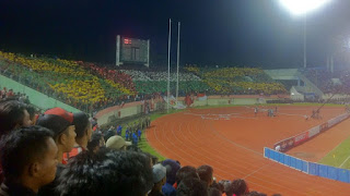 (Video) Aksi Simpatik Suporter Indonesia VS Malaysia, Kibarkan Bendera Palestina
