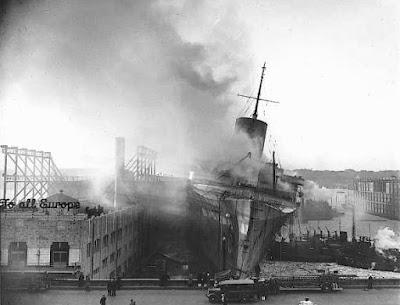 El incendio del USS Lafayette en el puerto de Nueva York en 1942