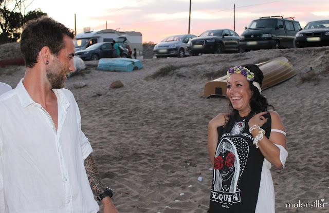 Novia con regalo de camiseta Aire Retro, ante la duda tequila