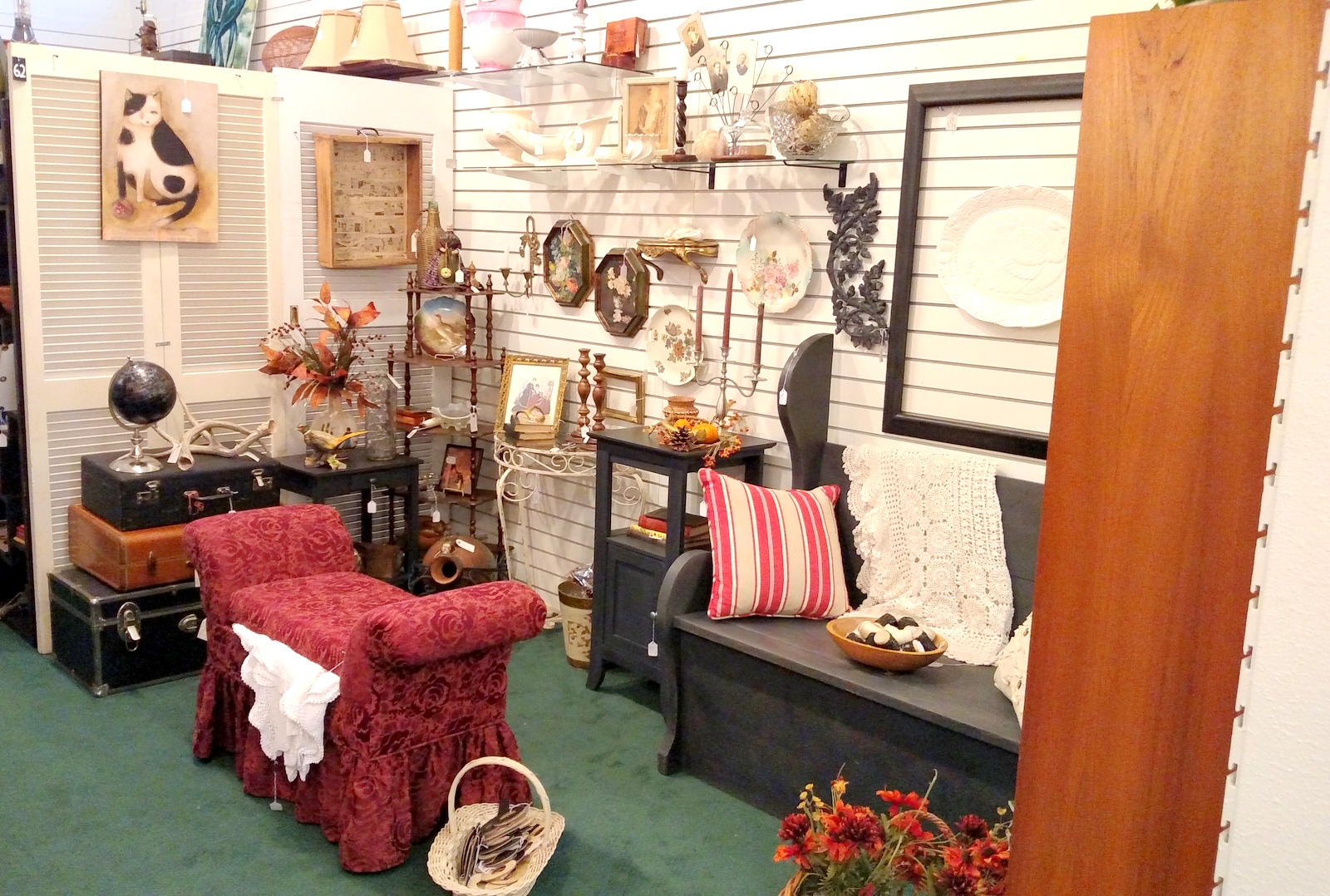 Curiosities Vintage Mall: Charlotte's Web Antiques