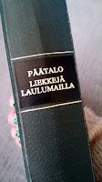 http://villasukkakirjahyllyssa.blogspot.fi/2016/09/kalle-paatalo-liekkeja-laulumailla.html