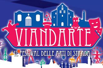 """Al via festival """"ViandArte"""": Bari vecchia si accende con la magia degli artisti di strada"""