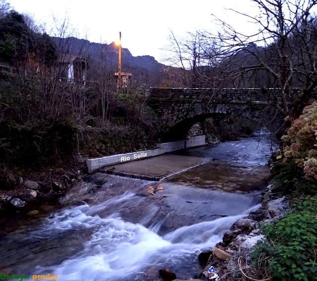 El río Sella baja con gran caudal