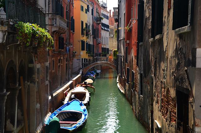 Jaké hloubky dosahuje moře v Benátkách?