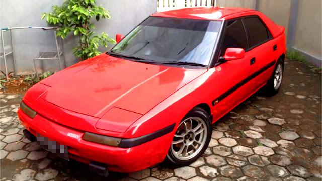 Mazda 323 Astina merah Ferrari