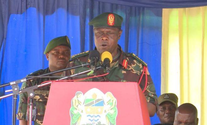 """Sakata la Korosho Jenerali Mabeyo Amuhaidi Rais Magufuli """"Rais na Amiri Jeshi Mkuu Tupo Tayari Kutekeleza Jukumu Hili''"""