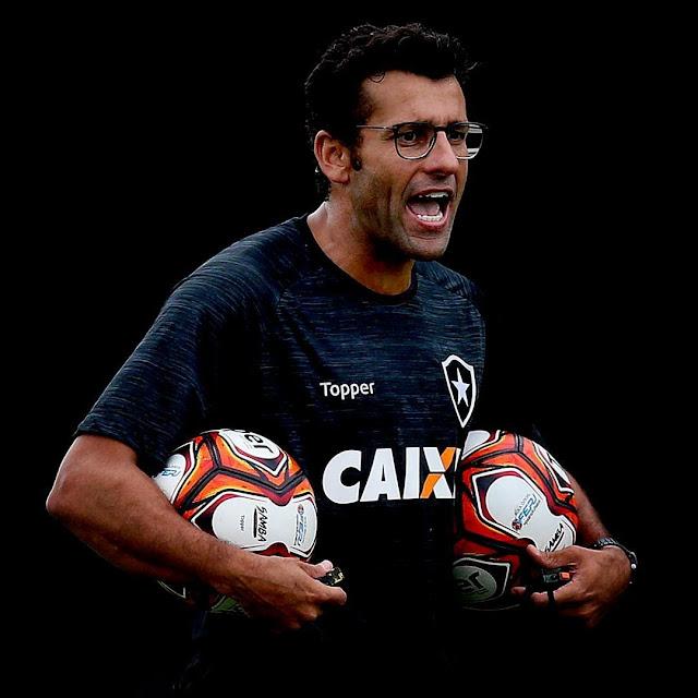 f92f2e0dbb Técnico Alberto Valentim no seu primeiro treinamento no Estádio Nilton  Santos. (Vitor Silva SS Press BFR)  VamosFOGO (Botafogo de Futebol e  Regatas)
