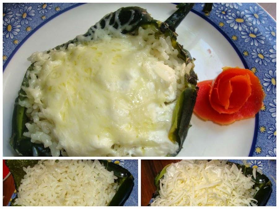 Chile Poblano relleno de arroz con crema y queso