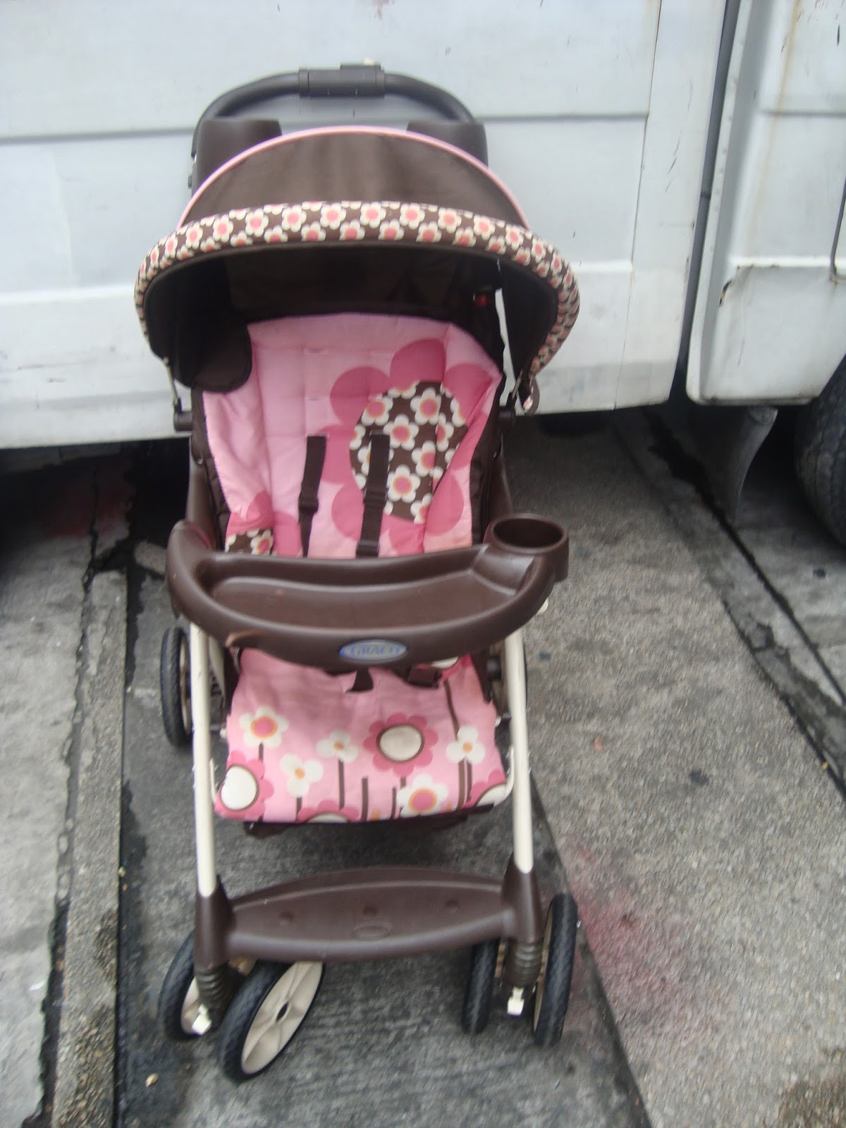 MommysLove4Baby143: Graco pink floral stroller 3999p sold