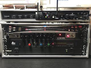 上段が HRC-100、当時は 3 つの機器を収納していました