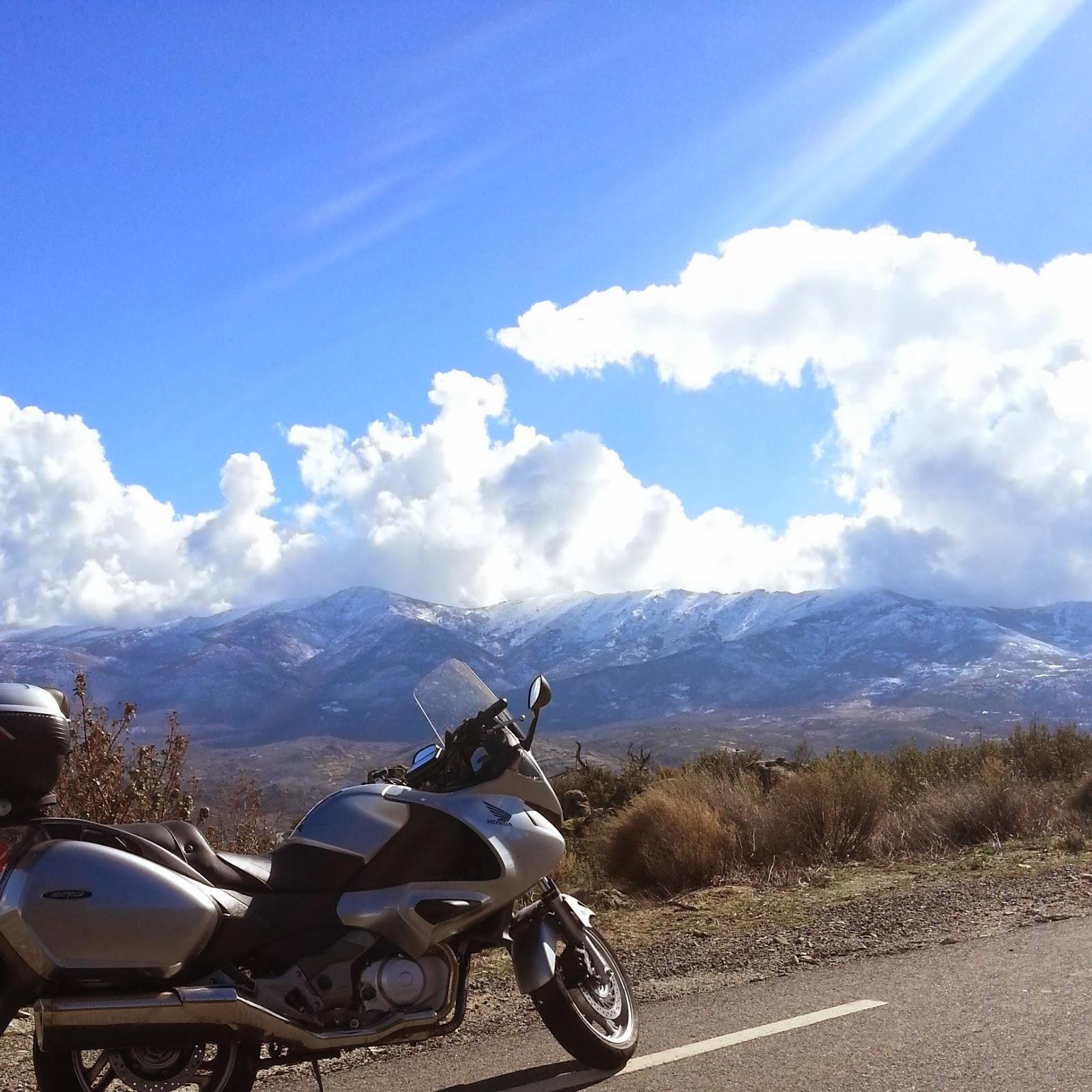 ruta en moto y ver el Castillo del Mombeltran
