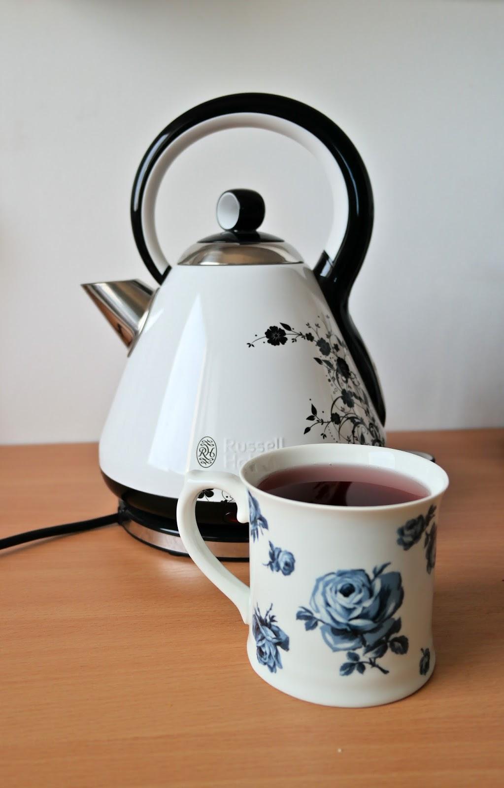 czarno biały czajnik