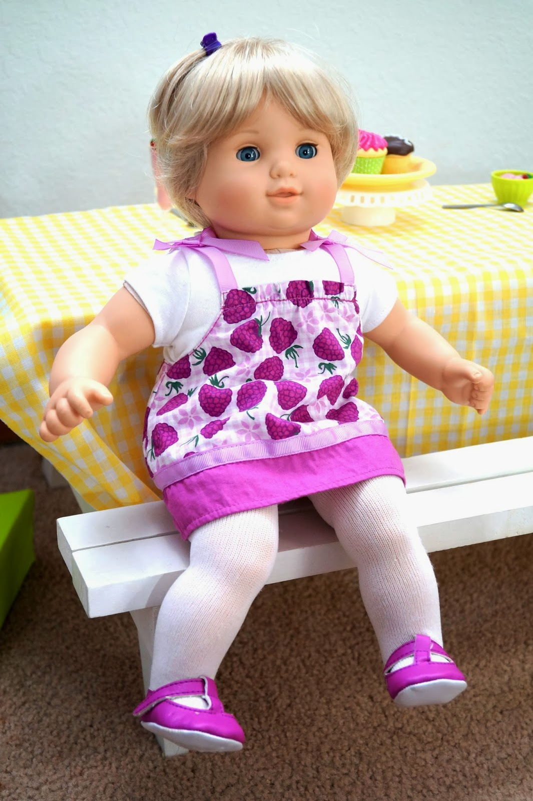 american girl doll play emma 39 s first day with us. Black Bedroom Furniture Sets. Home Design Ideas