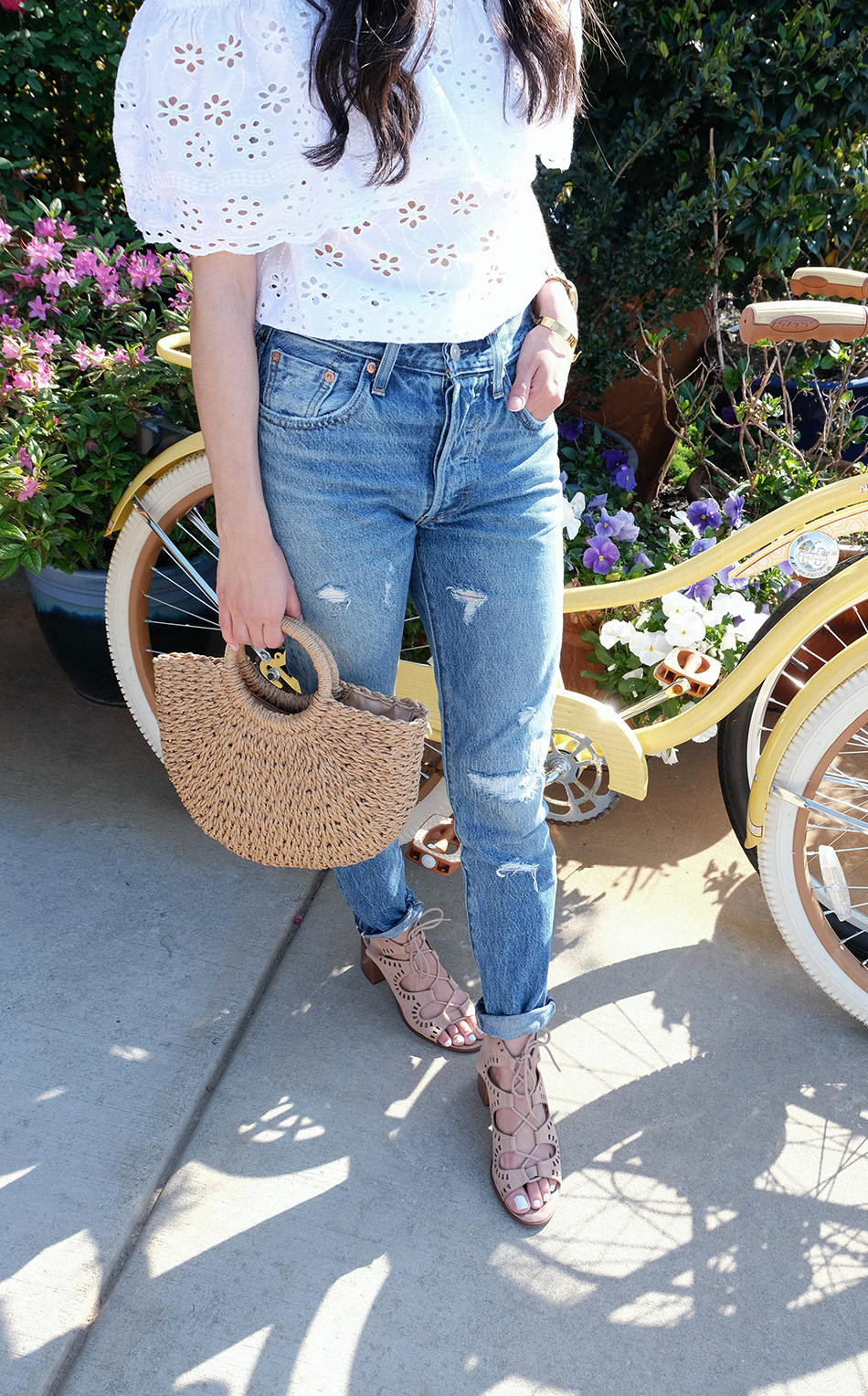 how to style levis 501 jeans | straw bag outfits | white off the shoulder top easy outfit