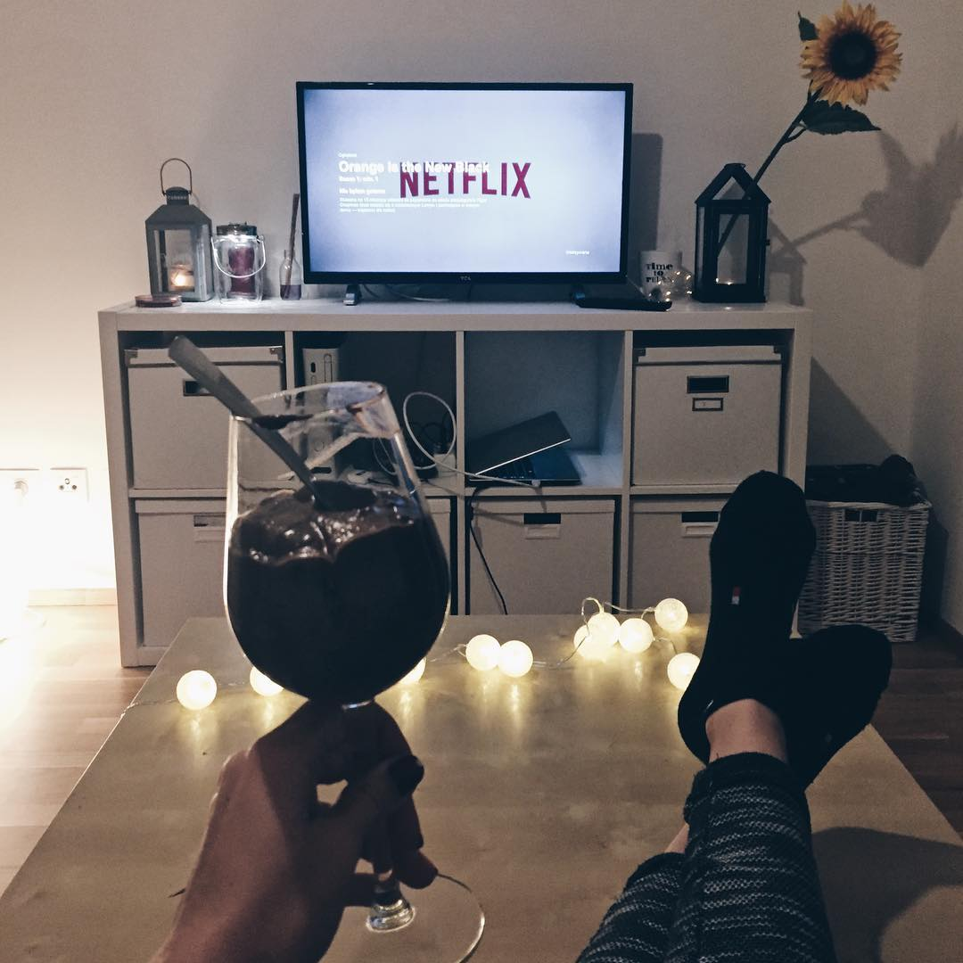 netflix watching, cozy watching, netflix and chill, netflix series, breaking bad, orange is the new black, cozy home, lifestyle blog