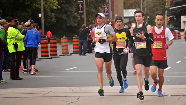 Michal Kapral joggling half-marathon Toronto running juggling