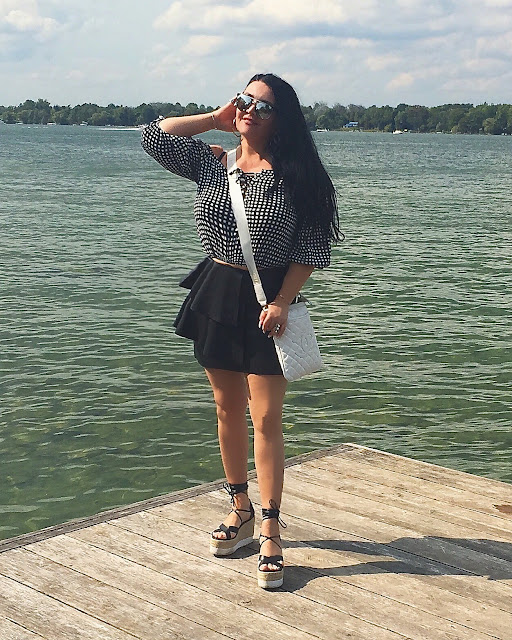 DESIGNER SUNGLASSES, BLACK & WHITE, LEATHER SKIRT, TRENDY OUTFIT, FASHION TRENDS, ZARA SKIRT, CHANEL BAG