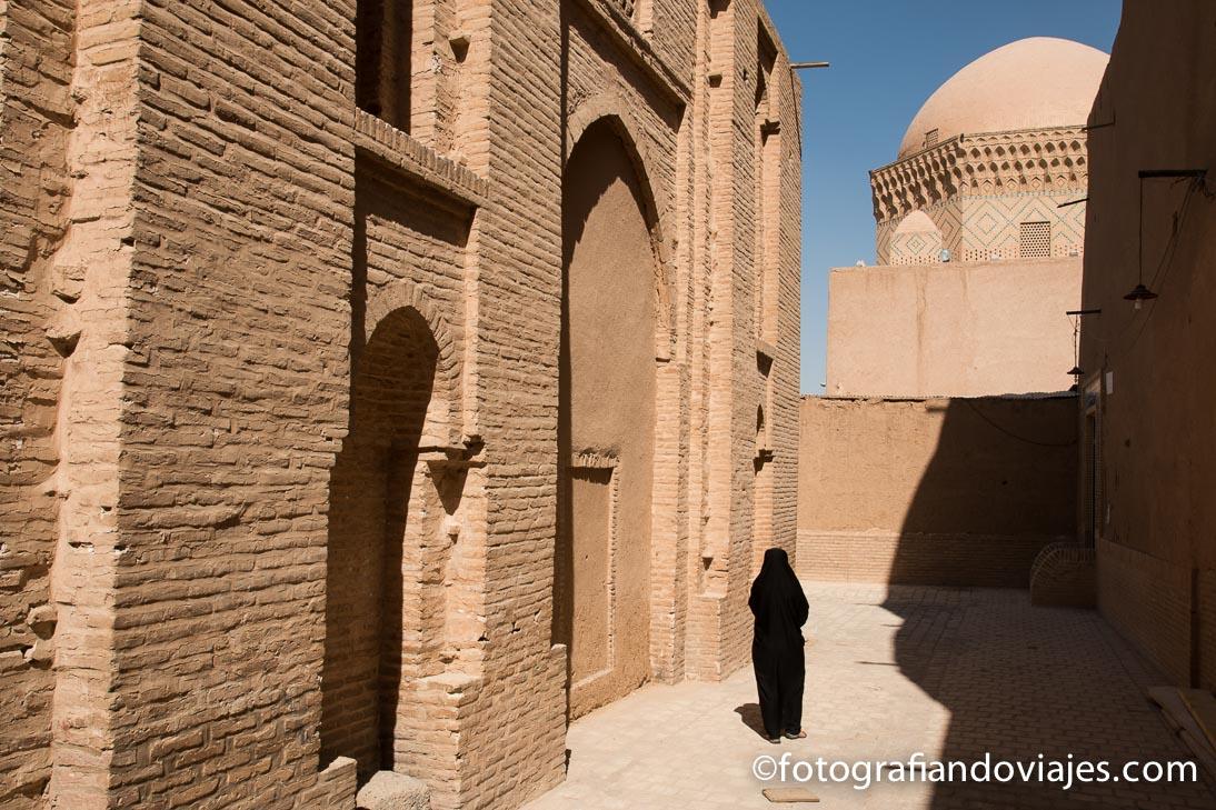 prisión de Alejandro y el mausoleo de los doce imanes