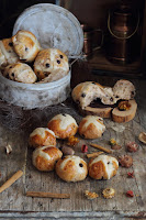 Hot Cross Buns (Panecillos o bollos de Pascua) by Jamie Oliver