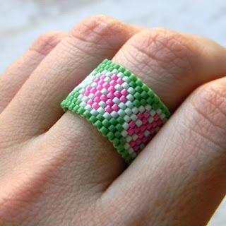 Яркое этно-украшение из бисера - кольцо ручной работы купить