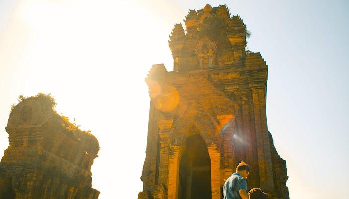Khám phá Tháp Bánh Ít tại Bình Định.