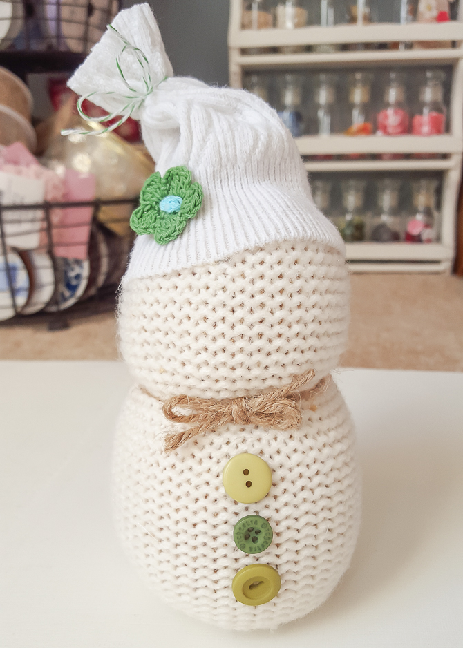 Turn an old sweater into an adorable sweater snowman! Perfect for gift giving, and easy to make - these cheeky little snowmen will add personality and fun to your holiday decor! Find the full tutorial at diy beautify!