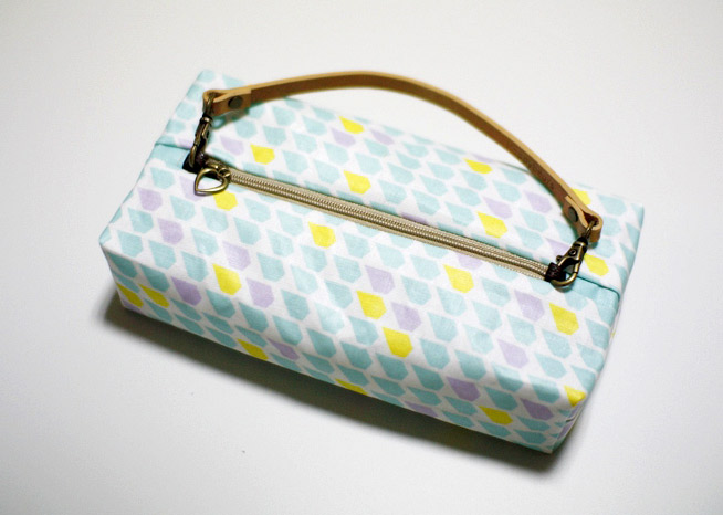 Easy Zippered Box Pouch Tutorial in Pictures.